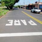 Ruas recapeadas recebem nova sinalização