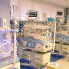 Após morte de recém-nascido, família não consegue realizar velório e enterro