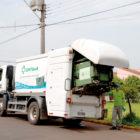 Caminhão faz limpeza e higienização automática de contêineres